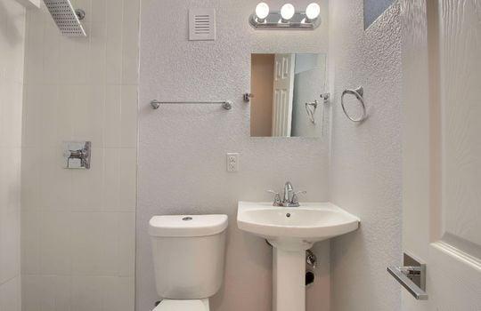 07_Bathroom_IMG_3339