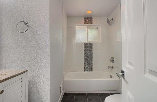 07_Bathroom_IMG_3459