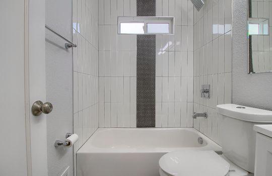 07_Bathroom_IMG_1143