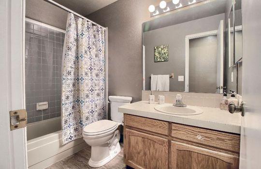 07_Bathroom_IMG_7493