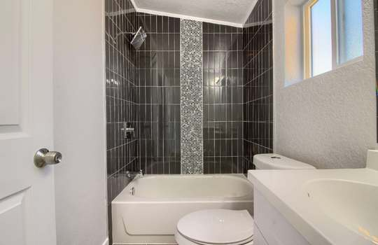 07_Bathroom_IMG_1319