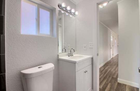 07_Bathroom_IMG_1334