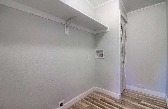 13_Laundry_Room_IMG_1389