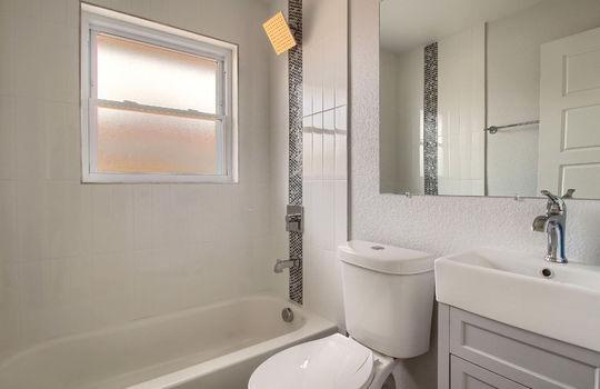 07_Bathroom_IMG_3731