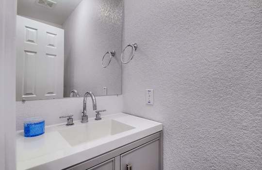 07_Bathroom_IMG_7825