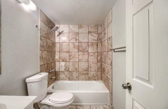 07_Bathroom_IMG_8390
