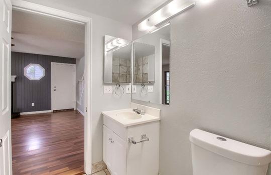 07_Bathroom_IMG_8400