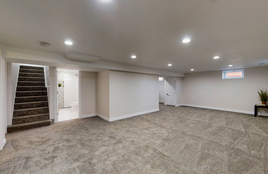 32 – Family room