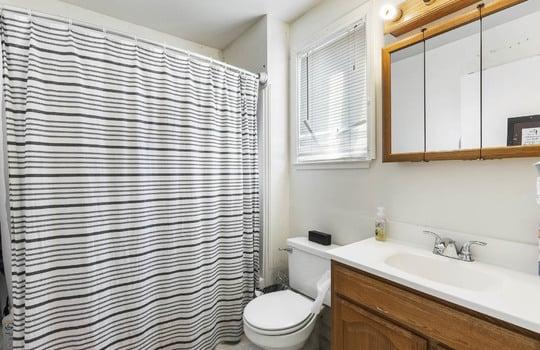 570_bathroom-2