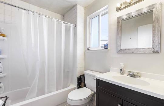 572_bathroom-2