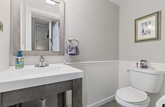 852_floor1_bathroom-3