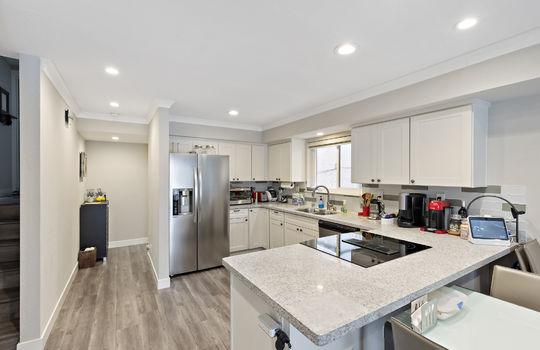 852_floor1_kitchen-3