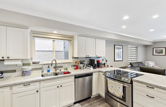852_floor1_kitchen-9