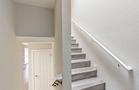 852_floor2_stairs-3