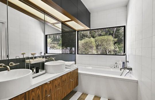 bedroom1-bathroom-1