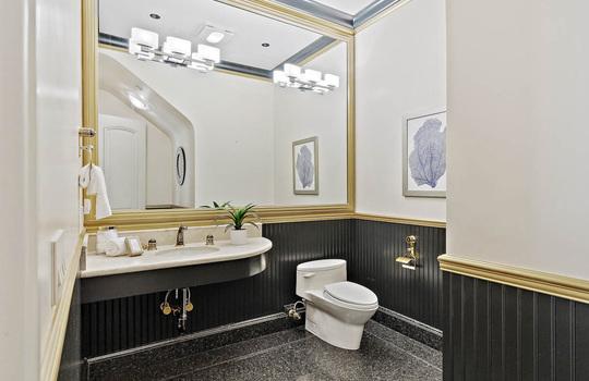 level_1_bathroom-3