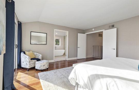level_2_master_bedroom-12