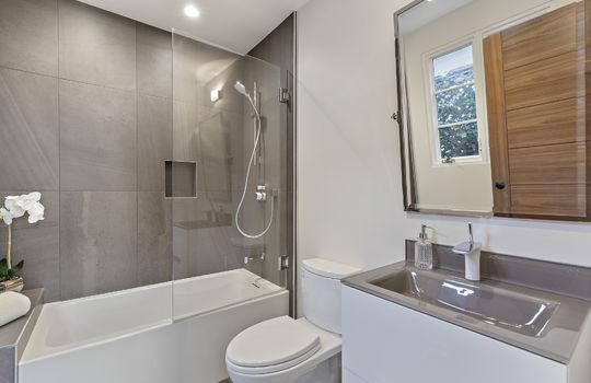 floor_1_bathroom-1