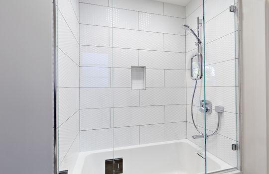 floor_2_bathroom_1-4