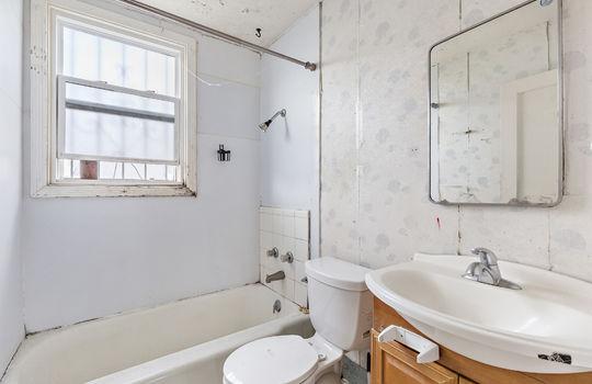 floor2_bathroom-1