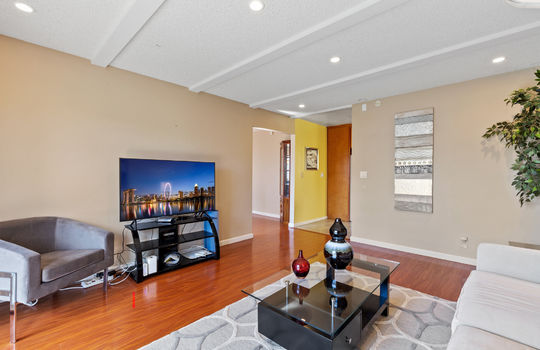 Floor1_Livingroom2-7
