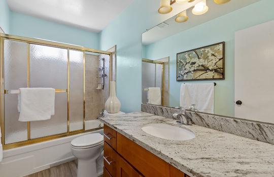 Floor2_bathroom1-3