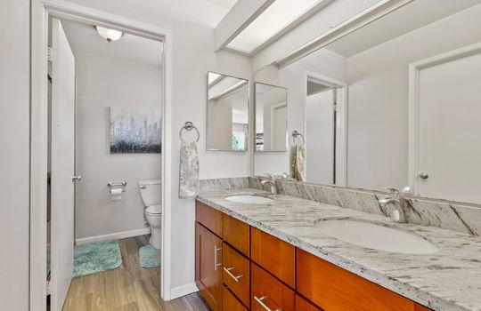 Floor2_masterbathroom-3