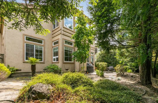 365 Coronado Ave Half Moon Bay-small-062-017-image 015-666×444-72dpi