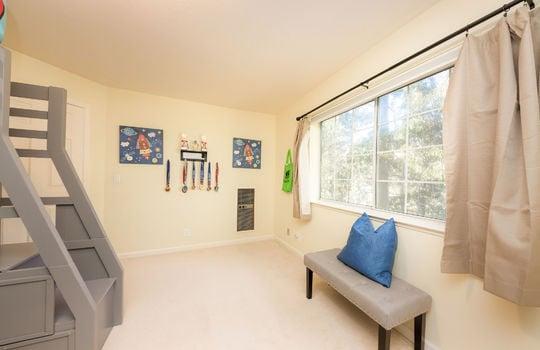 upstairsbedroom3-2
