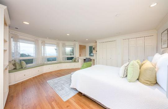 upstairsbedroom2-1