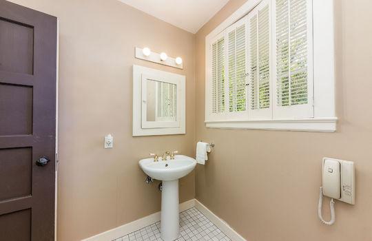 downstairsguestbathroom-2