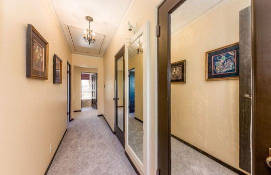 hallwaynearbedroom1-1