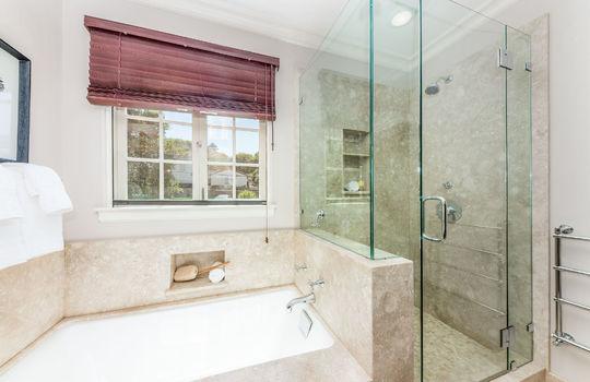 upstairsbathroom-2