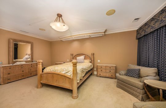 bedroom2upstairs048