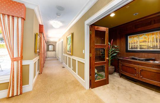 hallwaytoofficeandgym023