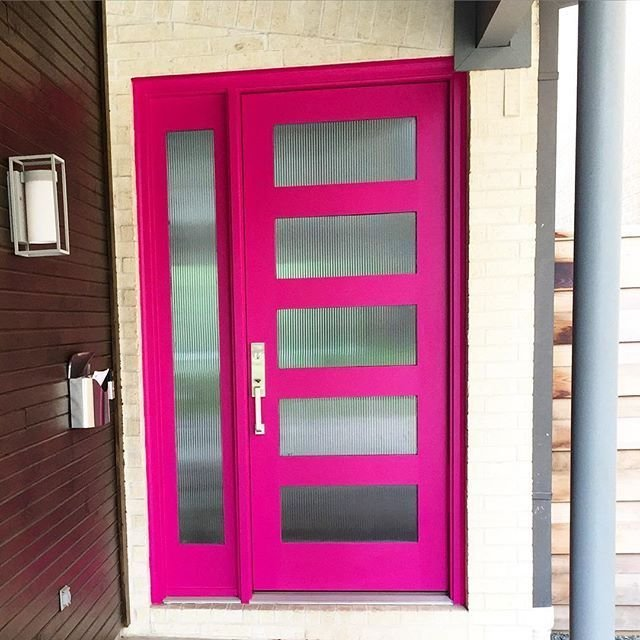 A picture of our #1#1 Sherwin-Williams Exuberant Pink SW6840 Florida Happy Front Door Color. Moreover, the pink door is boosted by a white house color.